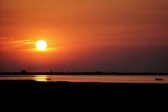 Por do sol no karkennah - Tunísia fotografia de stock royalty free