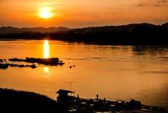Por do sol no khongriver fotos de stock