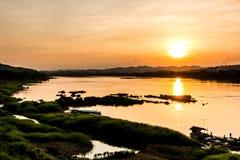 Por do sol no khongriver fotografia de stock