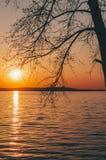 Por do sol no lago Imagens de Stock Royalty Free