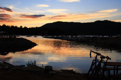 Por do sol no lago big Bear Imagens de Stock Royalty Free