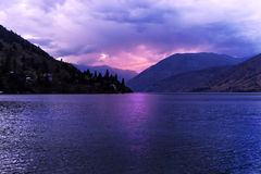 Por do sol no lago Chelan Fotos de Stock