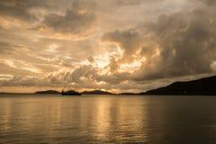 Por do sol no lago dos songkhls muito bonito Fotografia de Stock Royalty Free