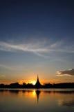 Por do sol no lago Kaen Nakhon Foto de Stock Royalty Free