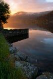 Por do sol no lago Llanberis foto de stock royalty free
