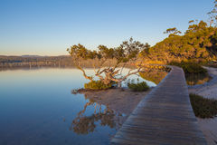 Por do sol no lago Merimbula, Victoria, Austrália Fotografia de Stock Royalty Free