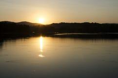 Por do sol no lago na Espanha Foto de Stock Royalty Free