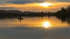 Por do sol no lago no verão Foto de Stock