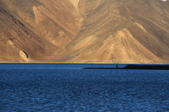 Por do sol no lago Pangong Imagem de Stock