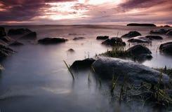 Por do sol no lago Pyhaselka fotos de stock