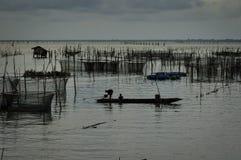 Por do sol no lago Songkhla, Tailândia Foto de Stock Royalty Free