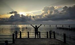 Por do sol no lago Songkhla, Tailândia Fotografia de Stock Royalty Free
