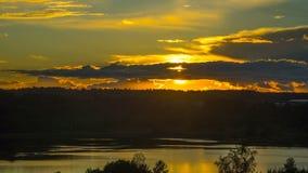 Por do sol no lago, tempo-lapso vídeos de arquivo