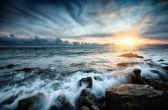 Por do sol no mar. Imagens de Stock Royalty Free
