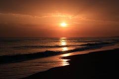 Por do sol no mar Imagens de Stock Royalty Free