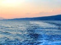 Por do sol no mar com trajeto solar Imagem de Stock Royalty Free