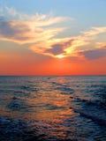 Por do sol no mar com trajeto solar Fotografia de Stock
