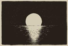 Por do sol no mar da noite na costa Foto de Stock Royalty Free