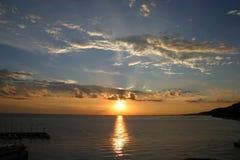 Por do sol no mar de adriático Foto de Stock