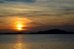 Por do sol no mar de adriático imagem de stock