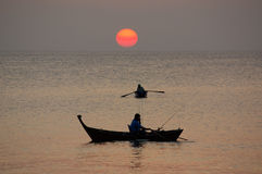 Por do sol no mar de Andaman, Tailândia Imagem de Stock Royalty Free