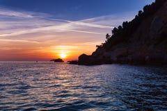 Por do sol no mar de Liguria, La Spezia, Itália Imagem de Stock
