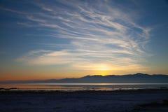 Por do sol no mar de Salton imagens de stock