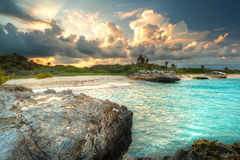 Por do sol no mar do Cararibe em México Fotos de Stock Royalty Free