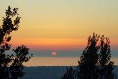 Por do sol no mar em Itália fotos de stock royalty free