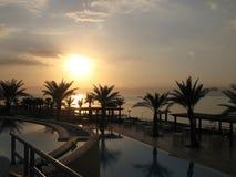 Por do sol no mar inoperante, Jordão Imagem de Stock