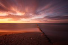 Por do sol no mar oriental Fotos de Stock Royalty Free