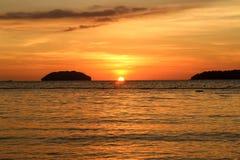 Por do sol no mar - paisagem da praia Fotos de Stock