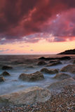 Por do sol no mar tropical foto de stock