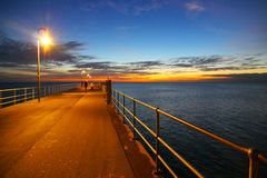 Por do sol no molhe de Glenelg Imagem de Stock Royalty Free