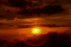 Por do sol no monte de Jerai, Kedah imagem de stock