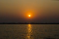 Por do sol no Oceano Índico GOA fotografia de stock royalty free
