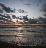 Por do sol no oceano Fotografia de Stock