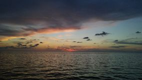 Por do sol no oceano Imagens de Stock