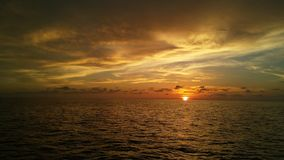 Por do sol no oceano Fotos de Stock