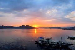 Por do sol no Oceano Pacífico filipinas Imagem de Stock