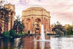 Por do sol no palácio das belas artes em San Francisco foto de stock royalty free