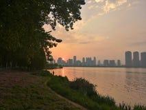 Por do sol no parque da cidade imagem de stock royalty free