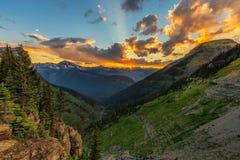 Por do sol no parque nacional de geleira nos EUA fotos de stock