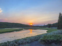 Por do sol no parque nacional de Yellowstone Fotografia de Stock Royalty Free