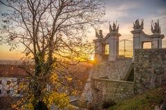 Por do sol no passeio do castelo em Bratislava Foto de Stock