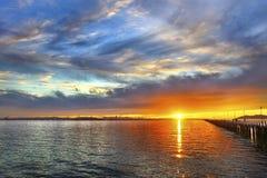 Por do sol no porto Fotos de Stock Royalty Free