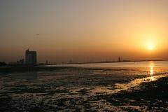 Por do sol no porto Imagens de Stock
