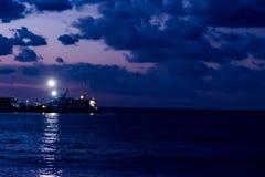 Por do sol no porto de Bursa Imagens de Stock Royalty Free