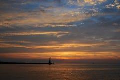 Por do sol no porto do lago Montauk foto de stock