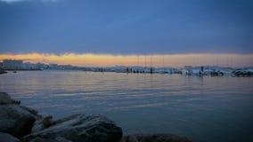Por do sol no porto quieto de l ` Escala, Costa Brava vídeos de arquivo